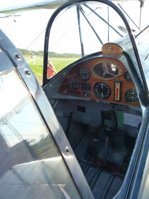 de Havilland DH-83 Fox Moth cockpit