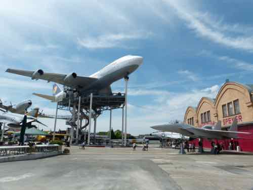Speyer Museum with Boeing 747 on pillars