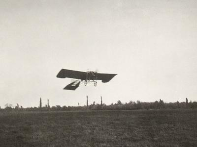 Historic photo of Sarić flying in 1910