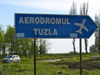 After that we had to follow the sign to the airport!